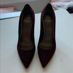 Stuart Weitzman purple / mauve suede pump heel